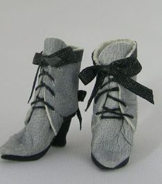 Miniature Gery Leather Short Lace Up Boot