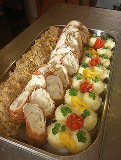 Sajtkrémmel töltött csirkemell bécsi bundában burgonyapürével és barna kukoricás rizzsel
