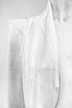 hard cliffs: blazer in detail – straight and light grey |Fashion + Photography|  Design: Nicolas Andreas Taralis |