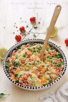 Salata cu couscous si ton in vas Healthy Salad Recipes, Diet Recipes, Vegetarian Recipes, Cooking Recipes, Couscous, Healthy Toddler Meals, Good Food, Yummy Food, Romanian Food