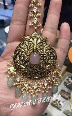 Wedding Jewelry, Gold Jewelry, Jewelry Accessories, Jewelry Necklaces, Jewelry Design, Gold Necklace, Mang Tikka, Tikal, Antique Jewellery