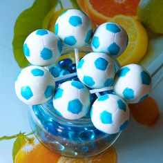 cake pops | Soccer ball cake pops | Popolate