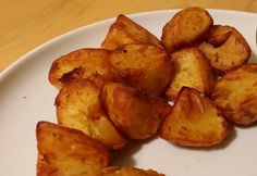 Making roast potatoes in an Actifry airfryer oven is a great way to tick all the boxes with a lot less effort than normal roasties - much healthier too! Perfect Roast Potatoes, Oven Roasted Potatoes, Tefal Actifry, Air Fry Recipes, Vegan Recipes, Cooking Recipes, Actifry Recipes Slimming World, Meals, Simple