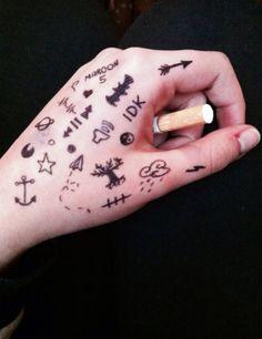 ̗̀ 𝘱𝘪𝘯𝘯𝘦𝘥 𝘧𝘳𝘰𝘮 𝘢𝘷𝘰𝘤𝘢𝘵𝘩𝘰𝘵 ̖́- drawings on hands, art drawings, aesthetic grunge Hand Tattoos, Sharpie Tattoos, Sharpie Drawings, Sharpie Art, Body Art Tattoos, Small Tattoos, Tatoos, Pen Tattoo, Tattoo Drawings