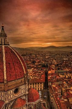 Travel photography Florentine #architecture: #Brunelleschi's dome for the Duomo of #Florence, Santa Maria del Fiore by sunset