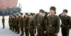 김일성동지와 김정일동지의 동상에 인민군장병들과 각계층 근로자들7
