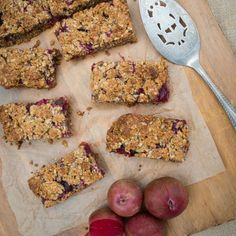 This delicious Fruit Crumble Muesli Bar is great for school lunches & can be frozen for a hassle free snack. It is nut-free, gluten, dairy-free options. Fruit Crumble, Crumble Topping, Baby Food Recipes, Whole Food Recipes, Nut Free, Free Gf, Gluten Free, Coconut Oatmeal, Vegan Substitutes