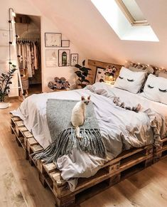 35 Amazingly Pretty Shabby Chic Bedroom Design and Decor Ideas - The Trending House Room Ideas Bedroom, Small Room Bedroom, Bedroom Decor, Master Bedroom, Decor Room, Dream Rooms, Dream Bedroom, Casa Hipster, Budget Home Decorating