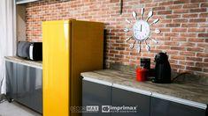 """Saiba como decorar um ambiente de maneira prática e rápida sem gastar muito! Terceiro episódio da série """"PROJETO CRIATIVO"""" A Imprimax forneceu espaço e materiais para que arquitetos e design de interiores esbanjassem sua criatividade, mostrando as possibilidades da utilização de vinil autoadesivos na decoração. Veja o projeto criado pela arquiteta e urbanista JANAINA BARBOSA E Design, Cabinet, Storage, Furniture, Home Decor, Architects, Environment, Creativity, Log Projects"""