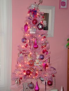 Mariana's Pretty in Pink & Purple Christmas tree...