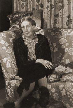 Virgina Woolf and her dog Pinka