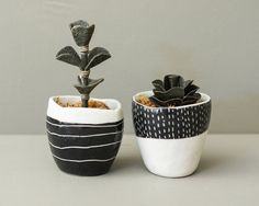 Little porcelain planters, pair of pinch pots slip-carved in black and white Seascape and Snowstorm motifs. Ceramics, pottery.