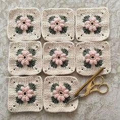 Crochet Motifs, Granny Square Crochet Pattern, Crochet Stitches Patterns, Crochet Squares, Knitting Patterns, Granny Squares, Crochet Granny, Crochet Cushions, Crochet Pillow