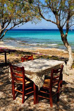 Dining at Diakofti beach, Kythira