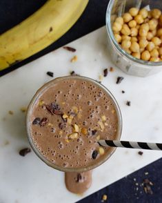 Snickers smoothie, vegan with chickpeas