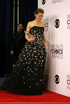 """Stana Katic at the People's Choice Awards on January She's holding the award she won for """"Favorite Crime Drama TV Actress. Stana Katic, Susan Sullivan, Mejores Series Tv, Strapless Dress Formal, Formal Dresses, Kate Beckett, Great Tv Shows, Girl Crushes, Her Style"""