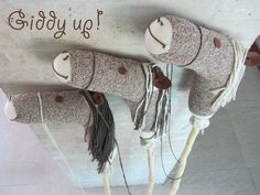 Stick horse How to-cute for a cowboy party Wild West Party, Wild West Theme, Wild West Cowboys, Stick Horses, Cowboy Birthday, Horse Birthday, Cowgirl Party, Western Parties, Hobby Horse