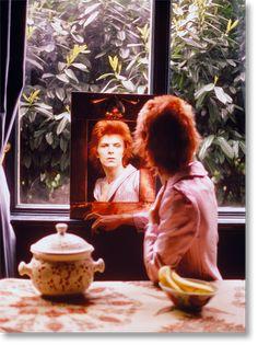 Mick Rock. David Bowie. Mirror Hadden Hall, 1972. TASCHEN Books