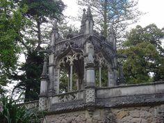 Quinta_da_Regaleira gazebo on the ornate bridge