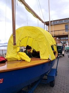 Great details on this BIG yellow hooper at the Pocket Yacht Palooza. Lots of height (maybe too much height), four zipping windows, mast sleeve.