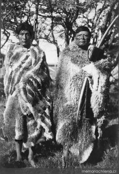 Cazadores selk'nam, hacia 1920 Native American Photos, American Indians, Patagonia, Tribal Rituals, Southern Cone, Australian Aboriginals, Melbourne Museum, Beauty Around The World, Human Development
