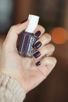 Essie Smokin' Hot. Such a great fall color! Tested and highly recommended ❤