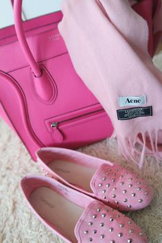 love the pink bag and shoes