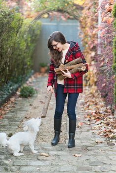 @modeandthecity pairs her plaid coat with a cozy cream sweater for an afternoon outside, sipping tea and playing with her dog Pixel.