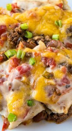 Firecracker Casserole ~ Easy to put together and delicious Firecracker Casserole is an old tex-mex dish that combines all your favorites like tomatoes, jalapenos, ranch style beans and corn tortillas. Beef Dishes, Food Dishes, Main Dishes, One Pot Meals, Main Meals, Mexican Dishes, Mexican Food Recipes, Ground Beef Recipes Mexican, Comida Keto