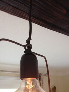 Driftwood dining room light with geometry - Detail