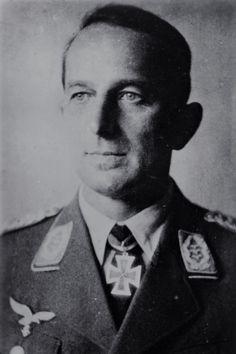 Generalmajor Max-Josef Ibel (1896-1981), Ritterkreuz 22.08.1940 als Oberst und Kommodore Jagdgeschwader 27 ✠ Wurde das Ritterkreuz für die Führnung des Jagdgeschwaders im Westfeldzug verliehen. Von September 1943 bis Februar 1945 Kommandeur 2. Jagd-Division.