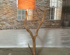 Lampada da terra e lampada ad arco in stagionato vecchio ramo