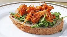 Følger du oppskriften fra Mari Hult får marinert og kokt jackfruit både smak og konsistens som minner om slektningen fra dyreriket – pulled pork. Denne grillretten er imidlertid kjøttfri.