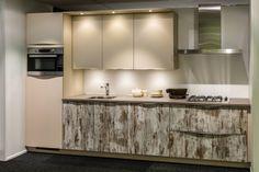 Moderne keuken. Met 2 frontkleuren. Van € 6441,- Voor € 3850,-  | DB Keukens