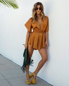 What's Trending - 32 Transition Outfits Fashion Mode, Look Fashion, Fashion Outfits, Womens Fashion, Fashion Trends, Fashion Shoes, Fashion Beauty, Sexy Dresses, Casual Dresses