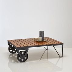 Tips to Choosing the Best Coffee Table Furniture - Life ideas Coffee Table Plans, Coffee Table Furniture, Rustic Coffee Tables, Cool Coffee Tables, Coffe Table, Diy Pallet Furniture, Coffee Table Design, Woodworking Furniture, Metal Furniture