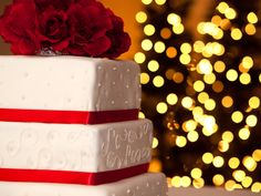 Christmas wedding cake and background lights.
