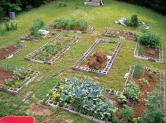 Create Easy, Low-Cost Raised Garden Beds    You can use recycled cement blocks to build inexpensive permanent garden beds.        Read more: http://www.motherearthnews.com/organic-gardening/raised-garden-beds-zm0z12fmzhun.aspx#ixzz1ofra2WQ0