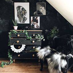 Monochrome dark decor with mural wall and upcycled vintage chest bedroom/dressing room Vintage Dressing Rooms, Vintage Chest, Mural Wall, Dark Interiors, Upcycled Vintage, Luxurious Bedrooms, Bedroom Sets, Dried Flowers, Monochrome