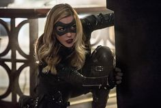 The first photos from Arrow episode have been released online featuring the return of Ray Palmer and Sara Lance back on the team! Ray Palmer, Arrow Season 6, David Ramsey, Black Siren, Arrow Tv Series, Arrow Black Canary, Dinah Laurel Lance, Supergirl 2015, Team Arrow