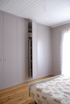 best easy diy for your dream closet doors 20 Bedroom Built In Wardrobe, Wardrobe Doors, Wardrobe Closet, Closet Doors, Placard Design, Dressing Design, Cupboard Shelves, Design Your Own Home, Fitted Wardrobes