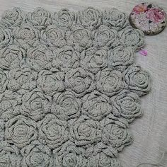 Beautiful chart crochet pattern that is FREE! Crochet Patterns Scarf Crochet stitch with graphic This Pin was discovered by Rie Crochet Patterns Poncho The Shawl By The Hook Lecture d'un message - mail Ormy favorites knit hook 18 crochet FREE Crochet Crochet Flower Tutorial, Crochet Flower Patterns, Crochet Flowers, Knitting Patterns, Crochet Crafts, Easy Crochet, Crochet Projects, Knit Crochet, Patron Crochet