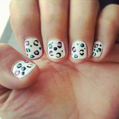 Uñas con diseño hechas por nuestra manicurista en Belle #animalprint #uñas #diseño