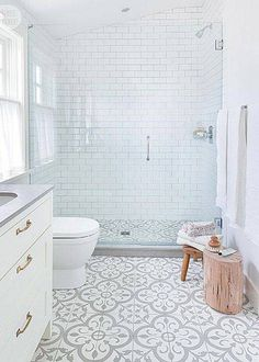 Modern Interior Designs - Salle de bain style boudoir White bathroom, clear with cement tile.- Modern Interior Designs - Salle de bain style boudoir White bathroom, clear with cement tile. Bathroom Floor Tiles, Bathroom Renos, Tiled Bathrooms, Budget Bathroom, Bathroom Remodeling, Basement Bathroom, Remodeling Ideas, Simple Bathroom, Kitchen Tiles