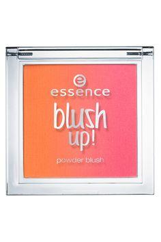 Calor y color en tus mejillas. Sube el tono de tus mejillas en tu destino playa con un colorete como Blush Up, de Essence (4,49 euros)