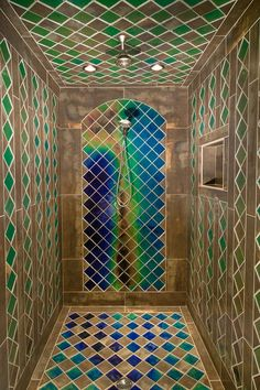 Shower with heat sensitive tiles