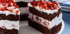 Black forest cake - Tips Aki! Cake Recipes, Dessert Recipes, Black Forest Cake, Portuguese Recipes, Portuguese Food, No Cook Desserts, Savoury Dishes, Vanilla Cake, Chocolate Cake