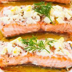 Fetajuustokuorrutettu uunilohi | Uuniruoat | Yhteishyvä Fodmap, Salmon Burgers, Food Inspiration, Seafood, Sandwiches, Food And Drink, Yummy Food, Cheese, Dinner