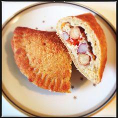 En pirog er ifølge onkel Google en russik fætter – det kan vel bedst oversættes til madbrød med fyld… De er super til madpakken, picnic eller lignende. Reelt set vil du kunne fylde næst…