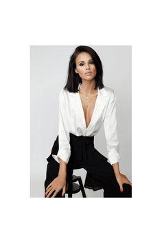 Fashion News, Fashion Beauty, White Silk, Pure White, London Outfit, Office Fashion, White Outfits, Black Blazers, Work Attire